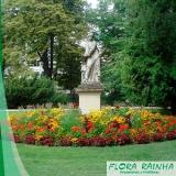 estátuas de jardim